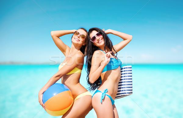 Stockfoto: Gelukkig · jonge · vrouwen · bikini · poseren · zomer · strand