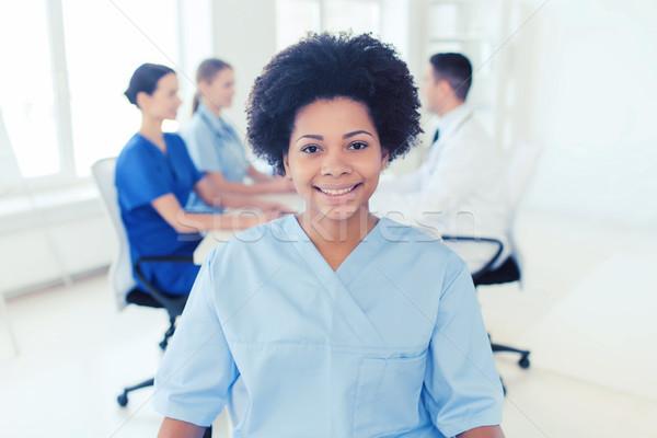 Orvos nővér csoport kórház klinika hivatás Stock fotó © dolgachov