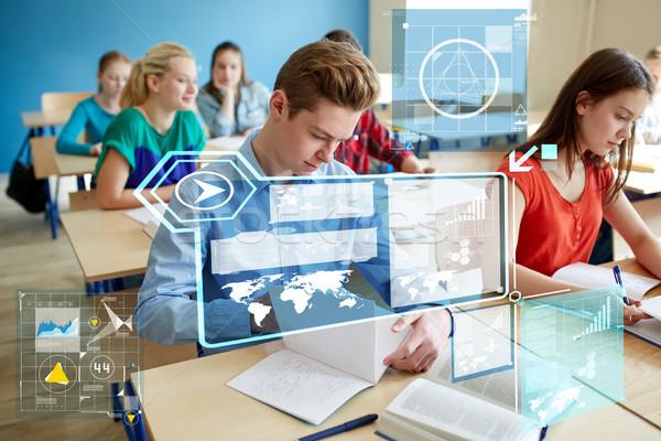 Groep studenten boeken school les onderwijs Stockfoto © dolgachov
