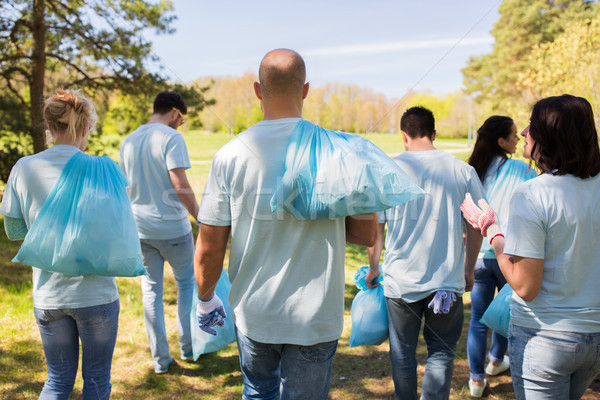 Groep vrijwilligers vuilnis zakken park vrijwilligerswerk Stockfoto © dolgachov