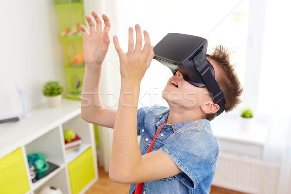 Erkek sanal gerçeklik kulaklık 3d gözlük modern Stok fotoğraf © dolgachov