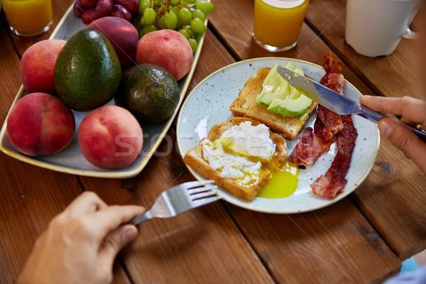 Adam yeme tost yumurta domuz pastırması gıda Stok fotoğraf © dolgachov