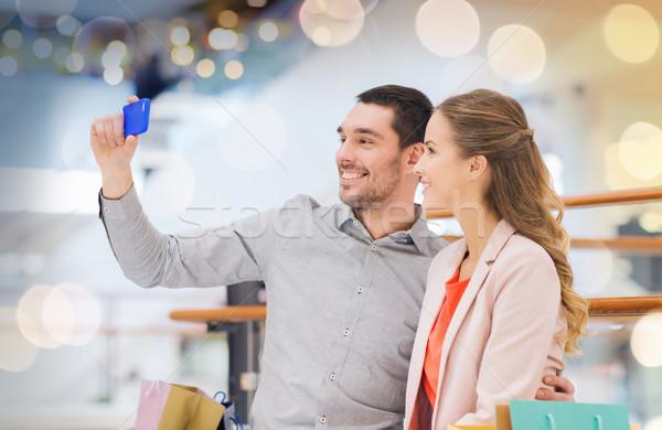 счастливым пару смартфон Mall продажи Сток-фото © dolgachov