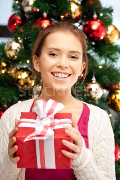 幸せ 女性 ギフトボックス クリスマスツリー 明るい 画像 ストックフォト © dolgachov