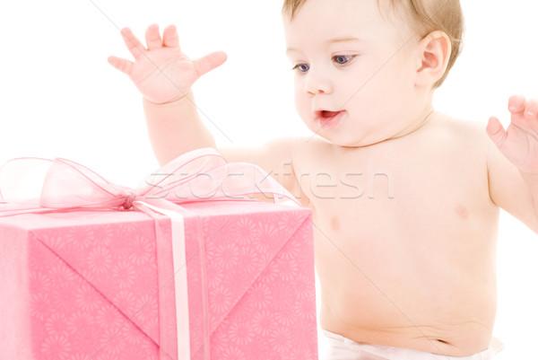 Foto stock: Bebê · menino · caixa · de · presente · quadro · grande · cara