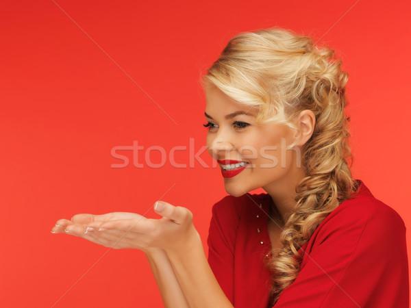 Stok fotoğraf: Kadın · bir · şey · avuç · içi · eller · kırmızı · elbise