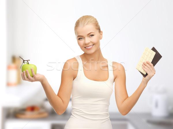 Mulher maçã chocolate barras fitness Foto stock © dolgachov