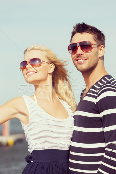 Feliz porta quadro mulher moda Foto stock © dolgachov
