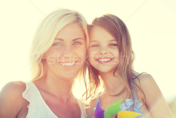 Gelukkig moeder kind meisje speelgoed zomer Stockfoto © dolgachov