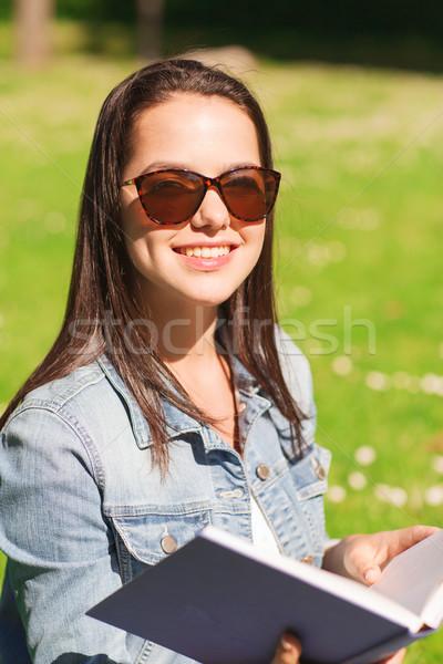 улыбаясь книга сидят парка жизни Сток-фото © dolgachov