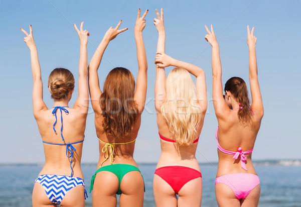 группа улыбаясь пляж Летние каникулы праздников Сток-фото © dolgachov