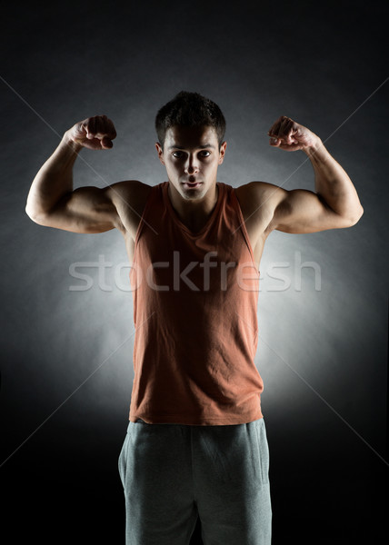 Joven bíceps deporte fuerza Foto stock © dolgachov