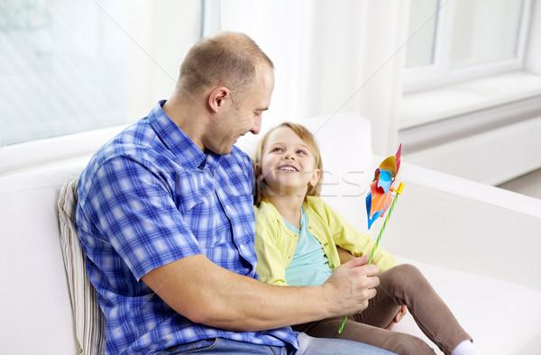 Felice padre figlia seduta divano home Foto d'archivio © dolgachov