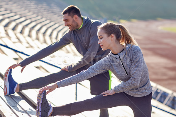 Casal em estádio fitness esportes Foto stock © dolgachov