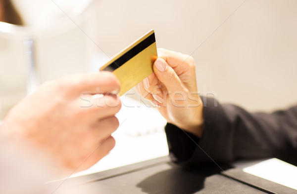 Mano carta di credito venditore business vendita Foto d'archivio © dolgachov