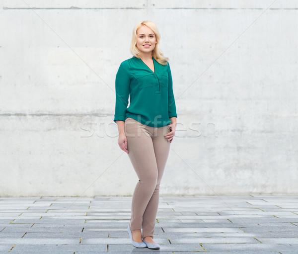 Mosolyog fiatal nő póló nadrág női nem Stock fotó © dolgachov