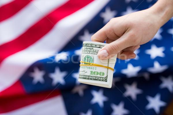 Közelkép kéz pénz amerikai zászló pénzügyek korrupció Stock fotó © dolgachov