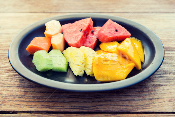 Tablicy świeże soczysty owoce asian restauracji Zdjęcia stock © dolgachov