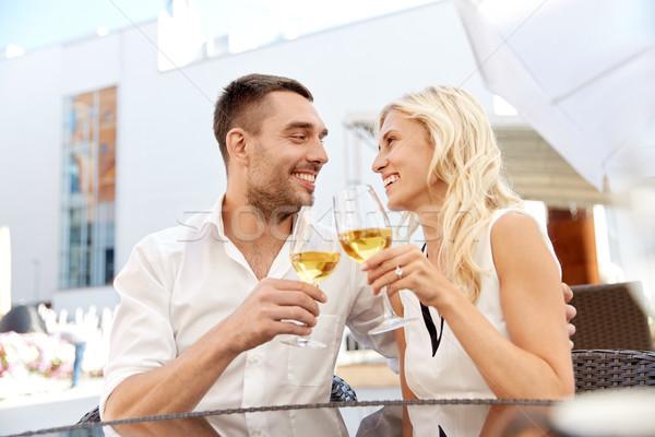 Feliz Pareja potable vino restaurante amor Foto stock © dolgachov