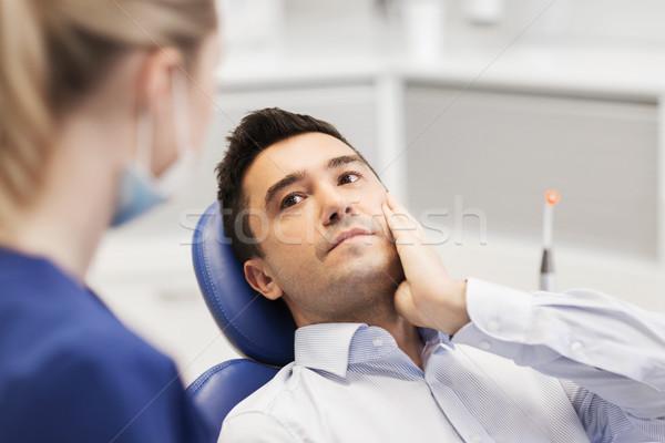 Feminino dentista masculino paciente dor de dente pessoas Foto stock © dolgachov