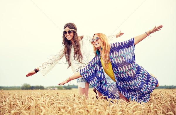 Mutlu hippi kadın tahıl alan Stok fotoğraf © dolgachov