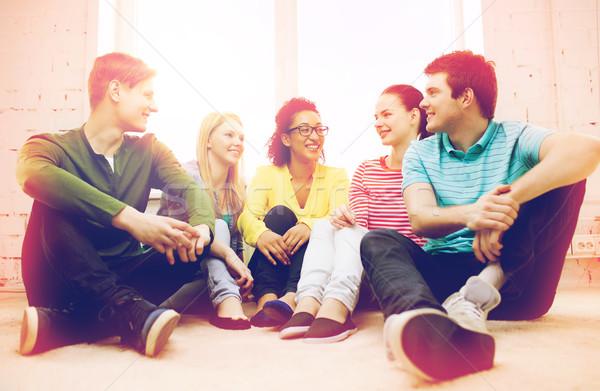 Vijf glimlachend tieners home onderwijs Stockfoto © dolgachov