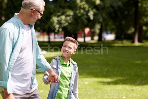 Abuelo nieto caminando verano parque familia Foto stock © dolgachov