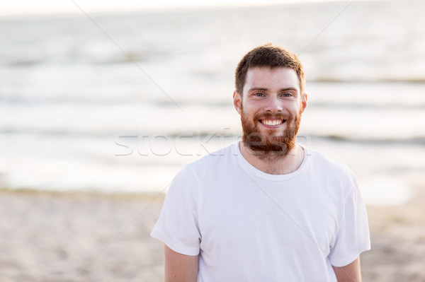 Mutlu gülen genç kırmızı sakal plaj Stok fotoğraf © dolgachov