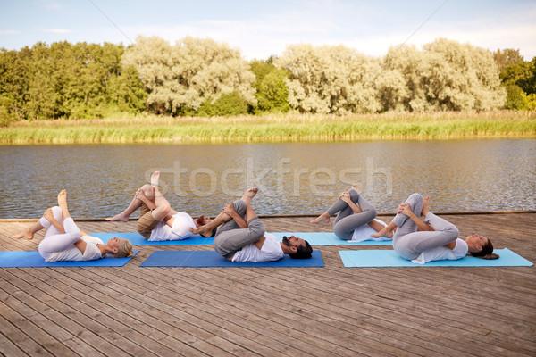 Persone gruppo yoga esterna fitness sport Foto d'archivio © dolgachov