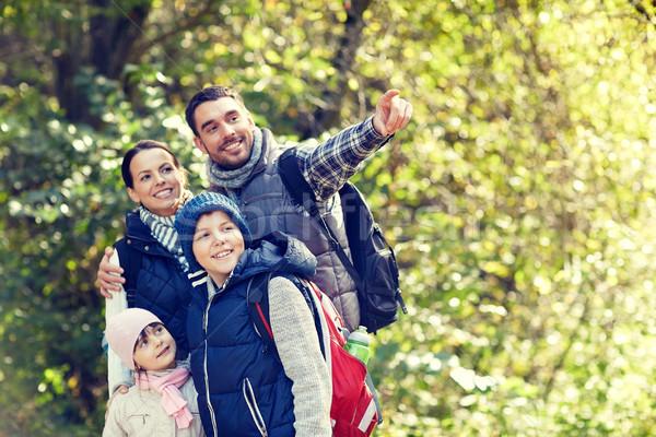 Mutlu aile yürüyüş macera seyahat turizm yürüyüş Stok fotoğraf © dolgachov
