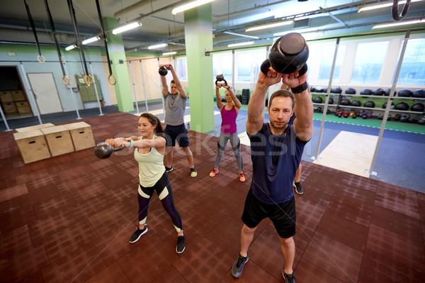 Csoportkép testmozgás tornaterem sport fitnessz súlyemelés Stock fotó © dolgachov