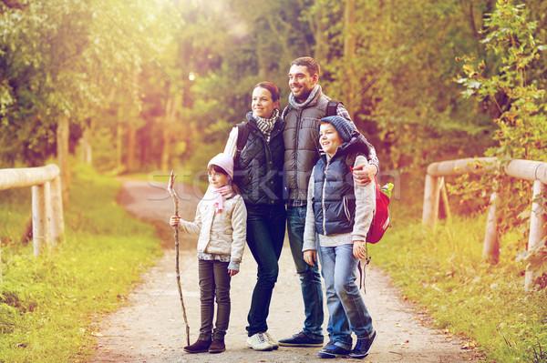 Сток-фото: счастливая · семья · походов · путешествия · туризма · поход · ходьбе