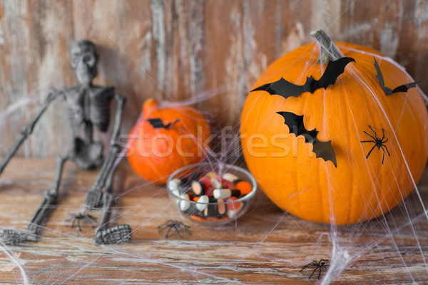 Foto d'archivio: Halloween · zucche · scheletro · decorazioni · vacanze