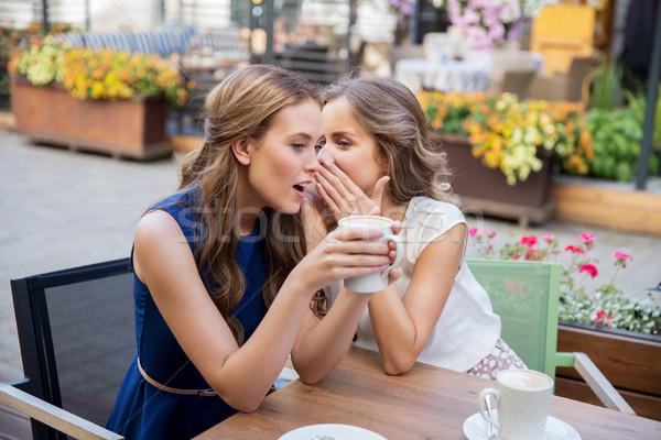 Mosolyog fiatal nők iszik kávé pletykál kommunikáció Stock fotó © dolgachov