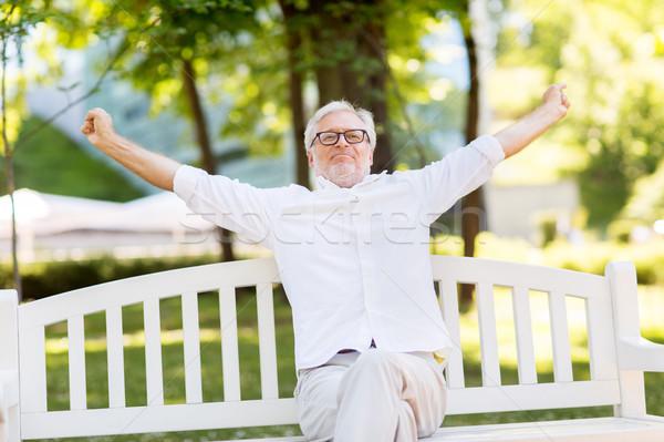 Feliz altos hombre gafas sesión verano Foto stock © dolgachov