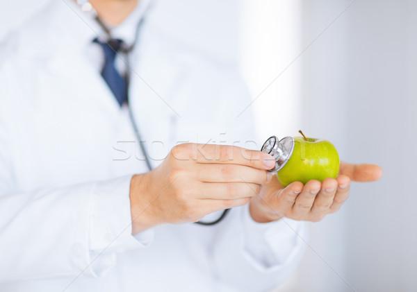 Doctor de sexo masculino verde manzana estetoscopio hombre Foto stock © dolgachov