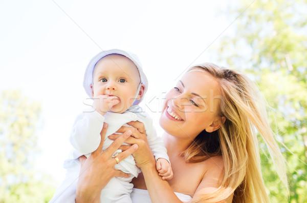 Boldog anya kicsi baba kint család Stock fotó © dolgachov