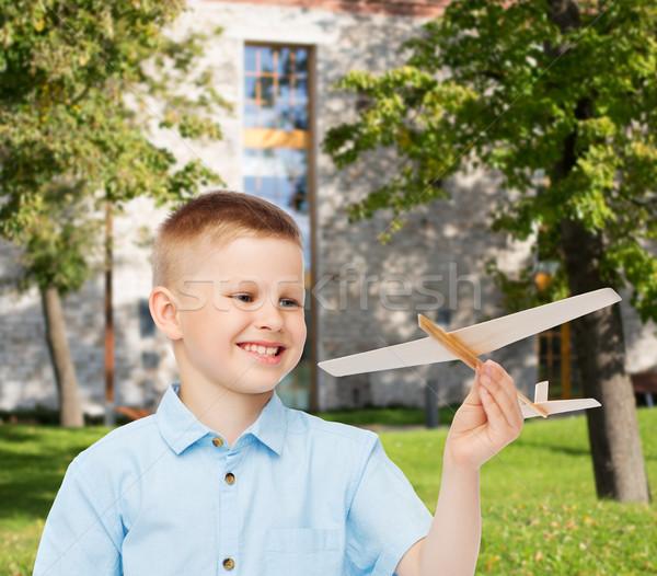 笑みを浮かべて 少年 木製 飛行機 ストックフォト © dolgachov