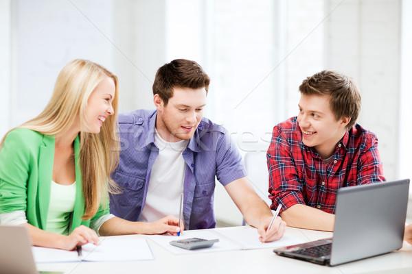 Diákok beszélget előadás iskola oktatás mosolyog Stock fotó © dolgachov