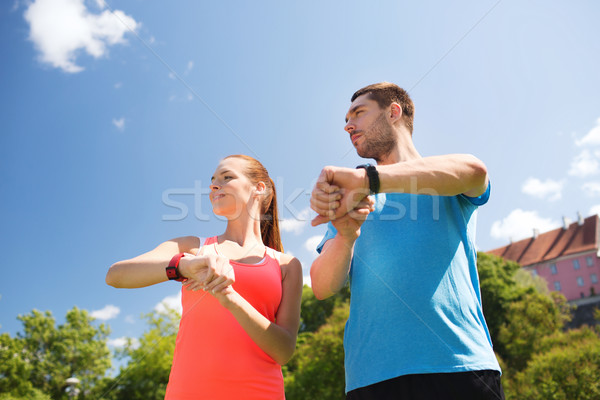 Uśmiechnięty ludzi tętno odkryty fitness sportu Zdjęcia stock © dolgachov