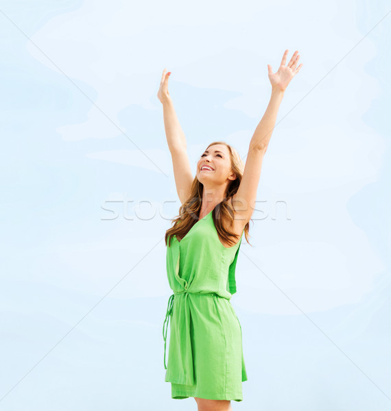Meisje handen omhoog haven zomer vakantie vakantie Stockfoto © dolgachov