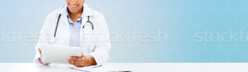 Gelukkig afrikaanse arts Blauw gezondheidszorg Stockfoto © dolgachov