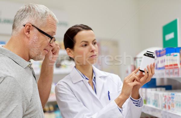 Farmacéutico drogas altos hombre farmacia Foto stock © dolgachov