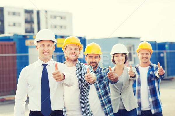 Grupo sonriendo constructores aire libre negocios edificio Foto stock © dolgachov