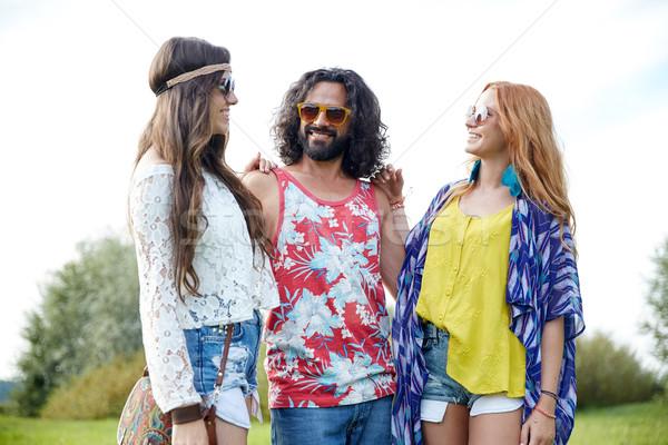 Sorridere giovani hippie amici parlando esterna Foto d'archivio © dolgachov