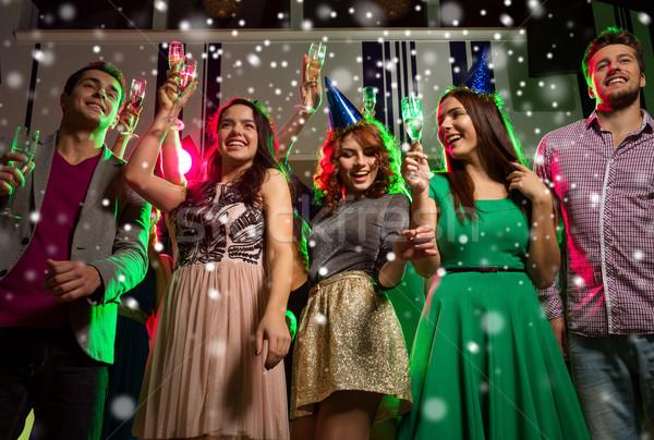 Sorridente amigos óculos champanhe clube festa Foto stock © dolgachov