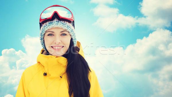 Gelukkig jonge vrouw blauwe hemel winter recreatie Stockfoto © dolgachov
