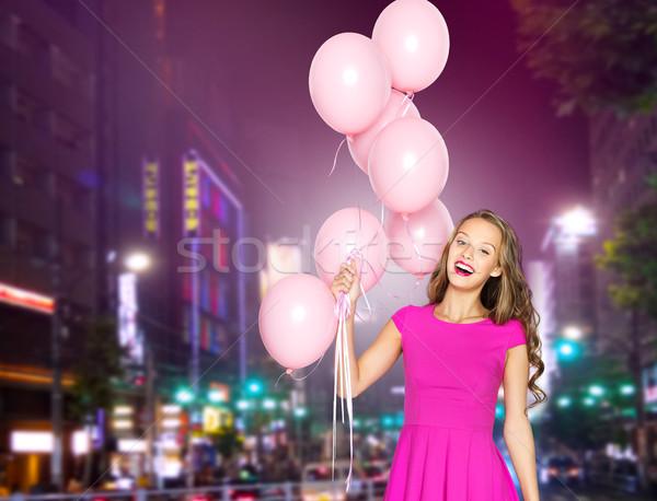 Heureux jeune femme ballons nuit ville personnes Photo stock © dolgachov