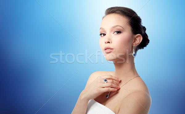 Mujer hermosa pendiente anillo belleza joyas personas Foto stock © dolgachov