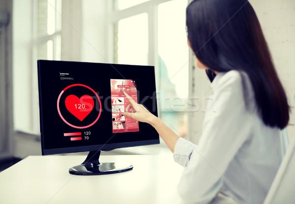 женщину сердце импульс компьютер деловые люди Сток-фото © dolgachov